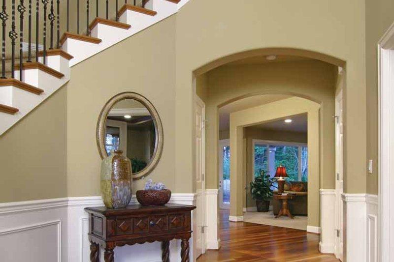 Craftsman Interior - Entry Plan #132-241 - Houseplans.com