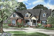 Traditional Style House Plan - 5 Beds 4 Baths 2975 Sq/Ft Plan #17-520 Exterior - Front Elevation