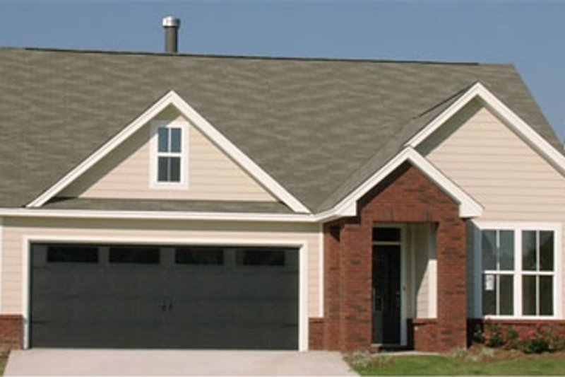 Traditional Style House Plan - 3 Beds 2 Baths 1552 Sq/Ft Plan #63-238 Exterior - Front Elevation