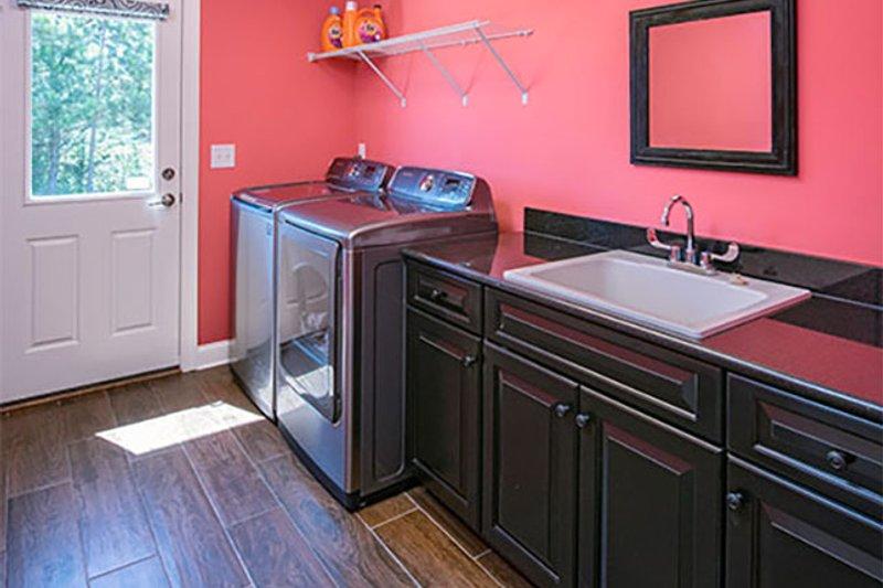 Craftsman Interior - Laundry Plan #929-7 - Houseplans.com