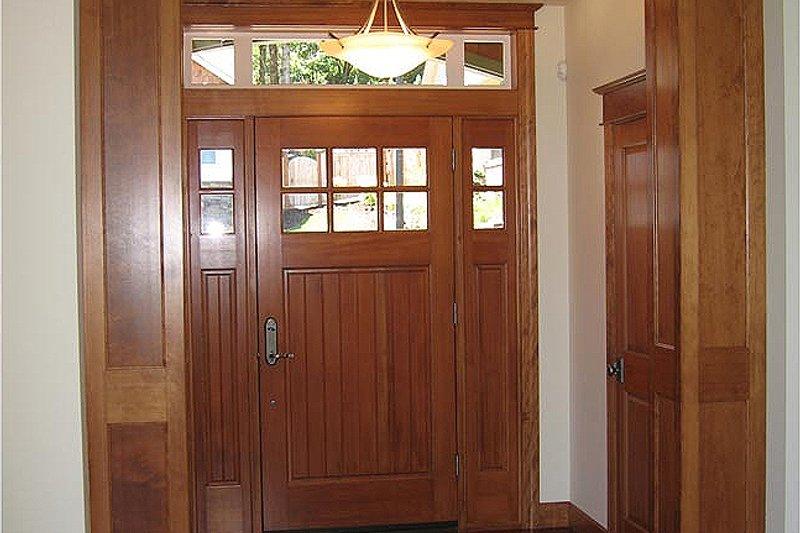 Craftsman Interior - Entry Plan #124-622 - Houseplans.com