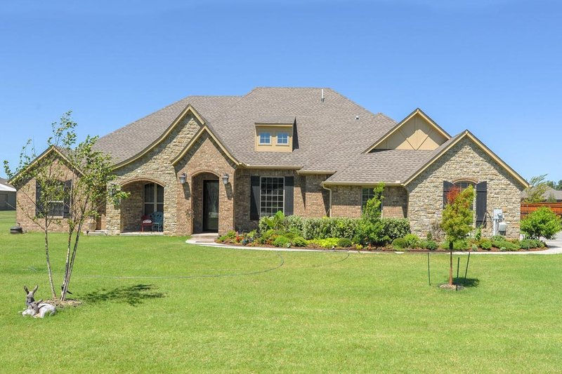 Country Style House Plan - 3 Beds 2.5 Baths 2646 Sq/Ft Plan #65-530 Exterior - Front Elevation