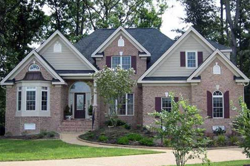Traditional Exterior - Front Elevation Plan #927-33 - Houseplans.com