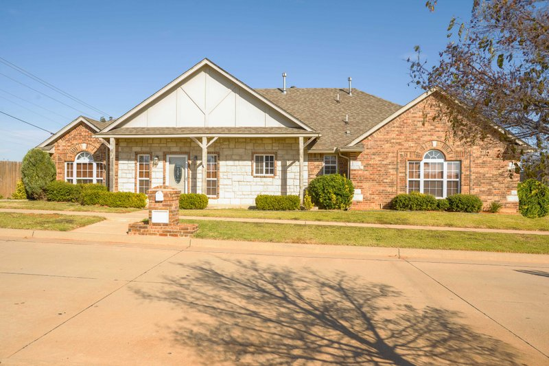 Ranch Style House Plan - 3 Beds 3 Baths 1804 Sq/Ft Plan #65-482 Exterior - Front Elevation