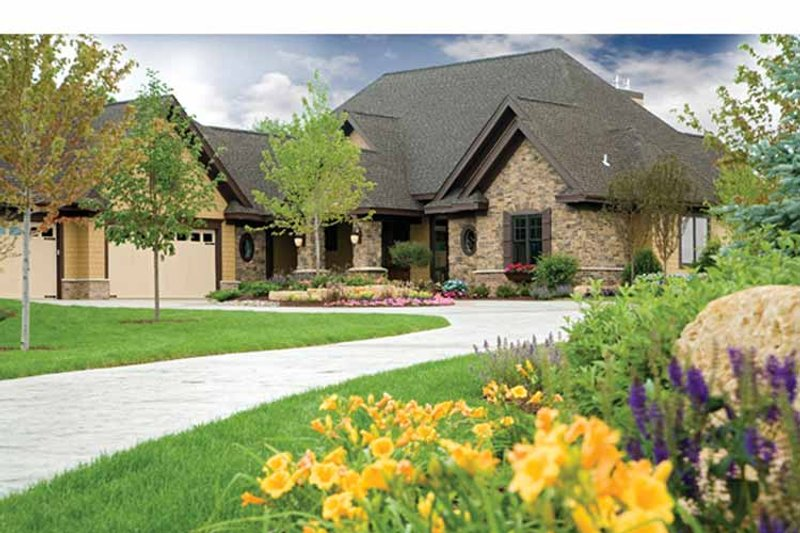 House Plan Design - European Exterior - Front Elevation Plan #51-1073