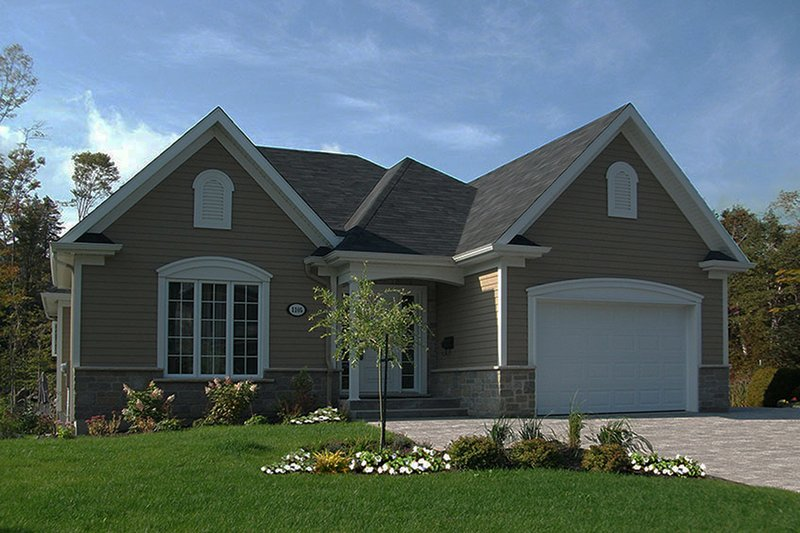 Ranch Exterior - Front Elevation Plan #23-2621