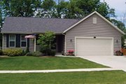Country Style House Plan - 3 Beds 2 Baths 1333 Sq/Ft Plan #20-2226 Exterior - Front Elevation