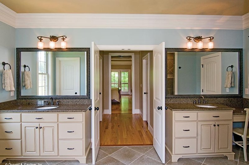 European Interior - Master Bathroom Plan #929-914 - Houseplans.com