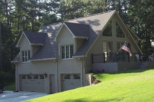 Front view - 1200 square traditional home