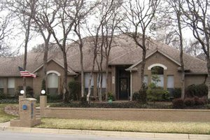 Traditional Exterior - Front Elevation Plan #84-774