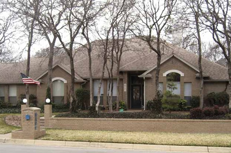 Traditional Exterior - Front Elevation Plan #84-774 - Houseplans.com