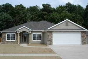 Ranch Exterior - Front Elevation Plan #1064-5