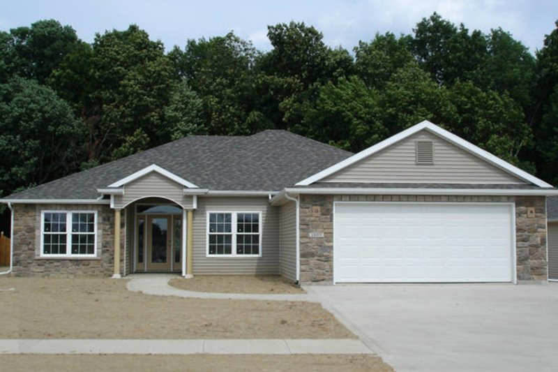 Architectural House Design - Ranch Exterior - Front Elevation Plan #1064-5