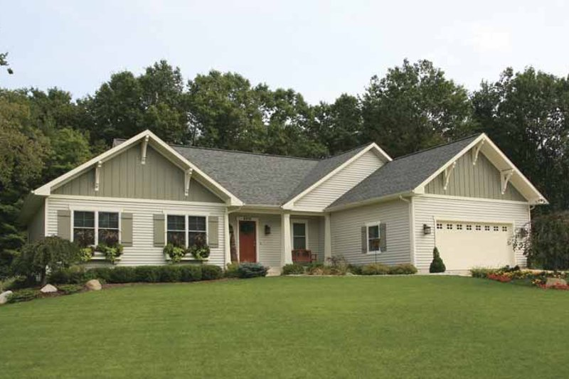 Craftsman Exterior - Front Elevation Plan #928-126