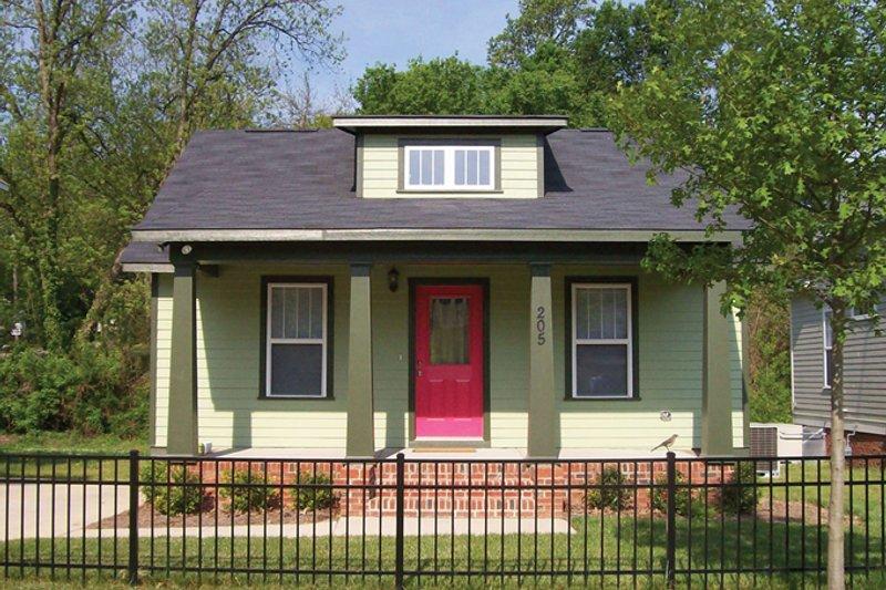 Craftsman Exterior - Front Elevation Plan #936-23
