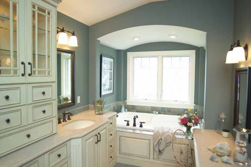 Craftsman Interior - Master Bathroom Plan #928-21 - Houseplans.com