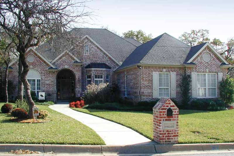 Traditional Exterior - Front Elevation Plan #84-726 - Houseplans.com