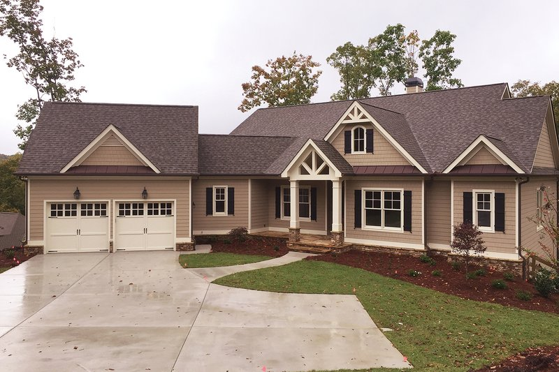 Craftsman Style House Plan - 3 Beds 2.5 Baths 2651 Sq/Ft Plan #437-59 Exterior - Front Elevation
