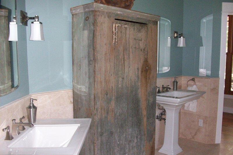 Craftsman Interior - Master Bathroom Plan #927-2 - Houseplans.com