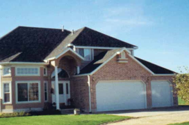 Traditional Exterior - Front Elevation Plan #945-36