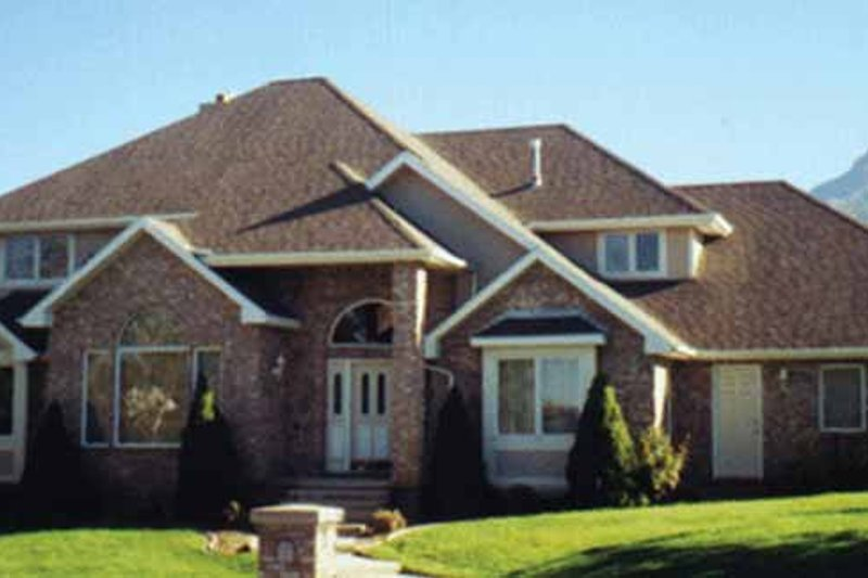 Traditional Exterior - Front Elevation Plan #945-53 - Houseplans.com