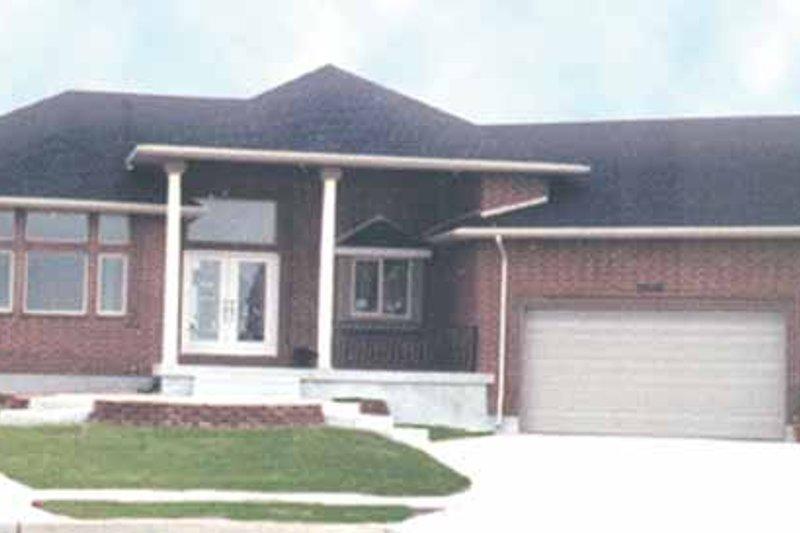 Craftsman Exterior - Front Elevation Plan #945-24