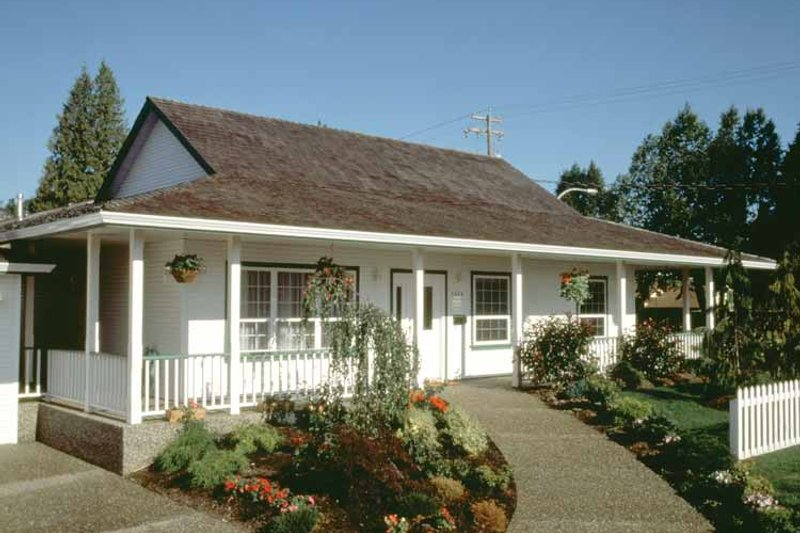 Ranch Exterior - Front Elevation Plan #47-737 - Houseplans.com