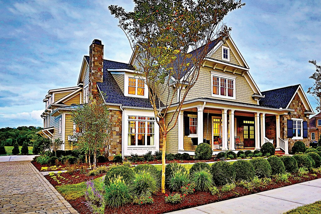 Craftsman style house plan 4 beds 5 5 baths 3878 sq ft for Craftsman vs mission style