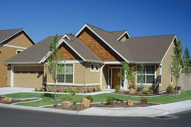 Dream House Plan - Craftsman Exterior - Front Elevation Plan #48-241