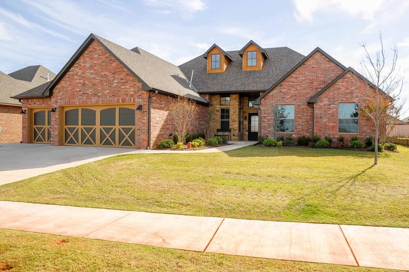 Traditional Style House Plan - 4 Beds 3 Baths 2493 Sq/Ft Plan #65-526 Exterior - Front Elevation