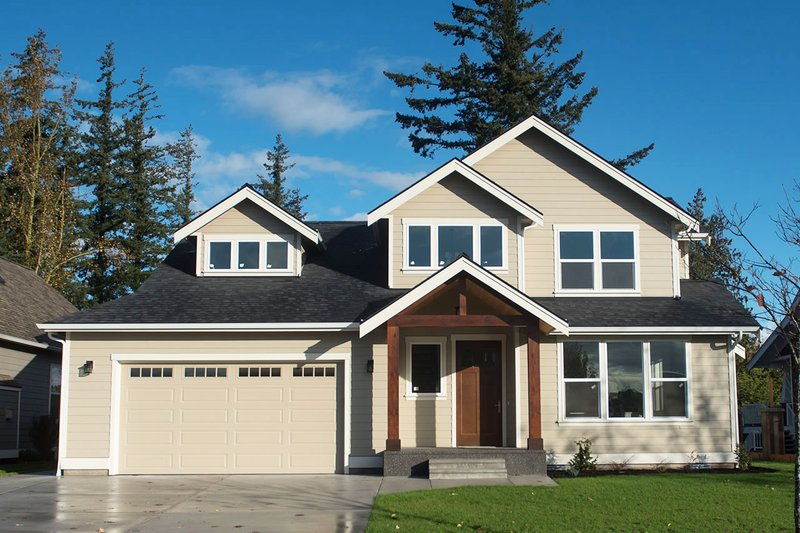 Craftsman Style House Plan - 3 Beds 2.5 Baths 2146 Sq/Ft Plan #1070-60 Exterior - Front Elevation