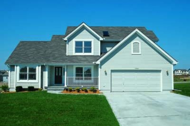 Traditional Exterior - Front Elevation Plan #20-491 - Houseplans.com