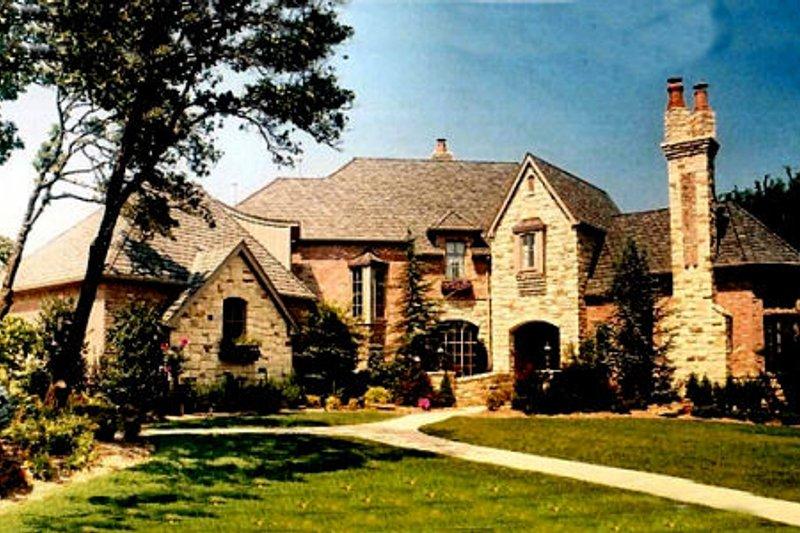 House Plan Design - European Exterior - Front Elevation Plan #52-167