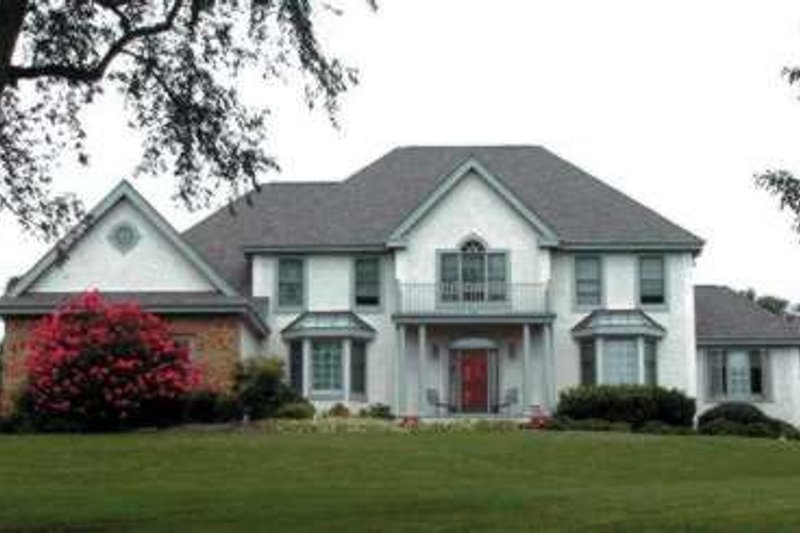 Traditional Exterior - Front Elevation Plan #20-1812 - Houseplans.com