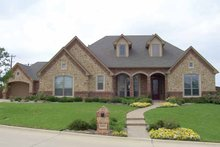 Traditional Exterior - Front Elevation Plan #84-711