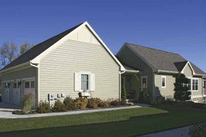 Traditional Exterior - Front Elevation Plan #928-165