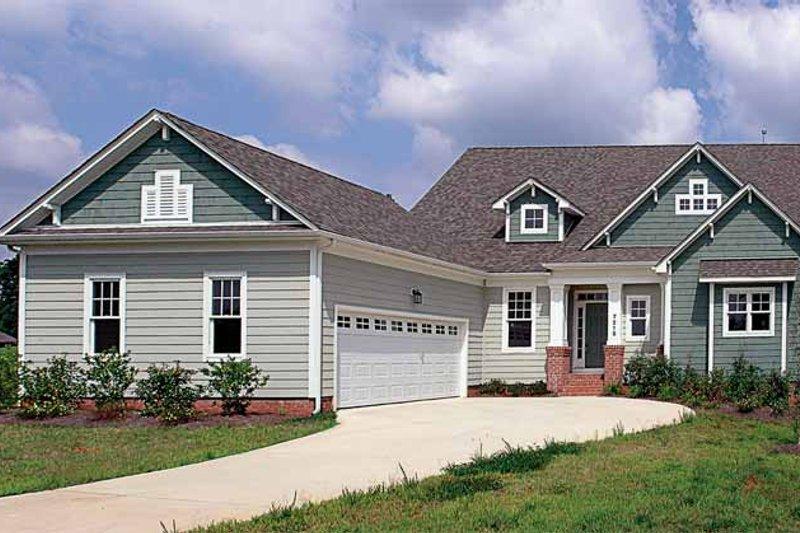 Dream House Plan - Craftsman Exterior - Front Elevation Plan #453-253