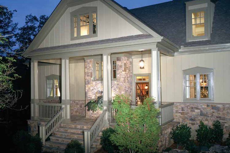 Craftsman Exterior - Front Elevation Plan #429-272 - Houseplans.com