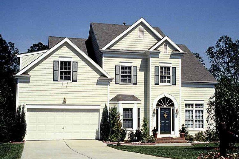 Traditional Exterior - Front Elevation Plan #453-507 - Houseplans.com