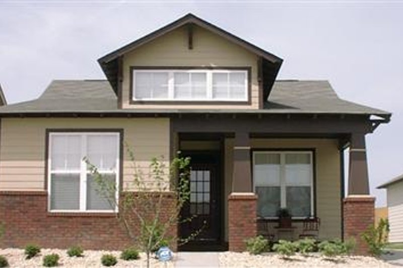 Cottage Style House Plan - 2 Beds 2 Baths 1205 Sq/Ft Plan #63-146 Exterior - Front Elevation