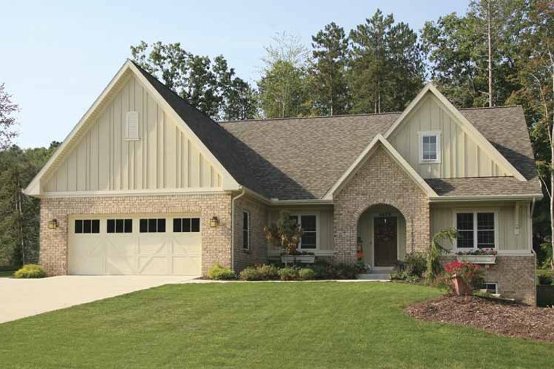 Craftsman Exterior - Front Elevation Plan #928-124