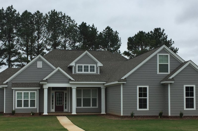 Traditional Style House Plan - 4 Beds 3 Baths 2298 Sq/Ft Plan #63-402 Exterior - Front Elevation