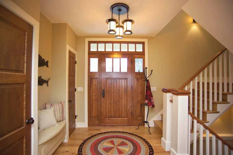 Craftsman Interior - Entry Plan #928-21 - Houseplans.com