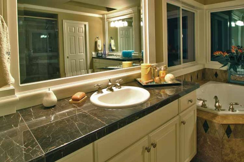 Craftsman Interior - Master Bathroom Plan #132-241 - Houseplans.com