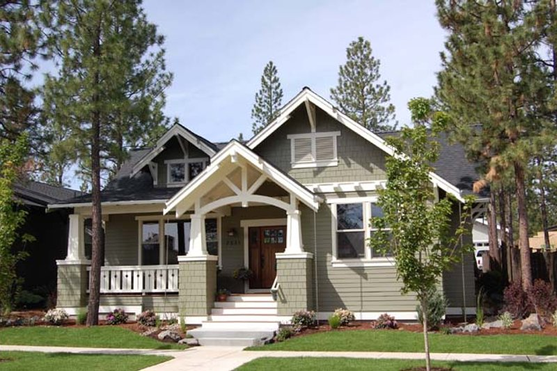 Craftsman Exterior - Front Elevation Plan #895-75 - Houseplans.com