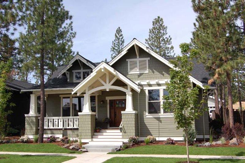 Craftsman Exterior - Front Elevation Plan #895-75 - Houseplans.com