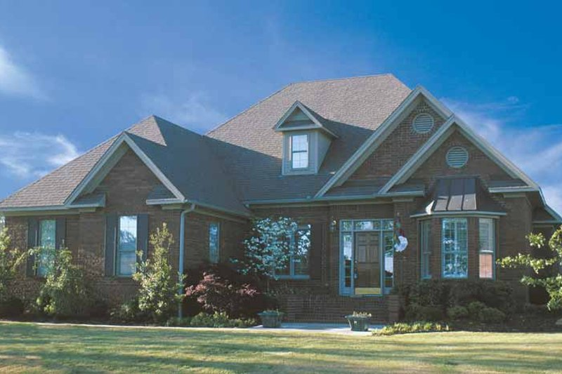 Traditional Exterior - Front Elevation Plan #17-2622 - Houseplans.com