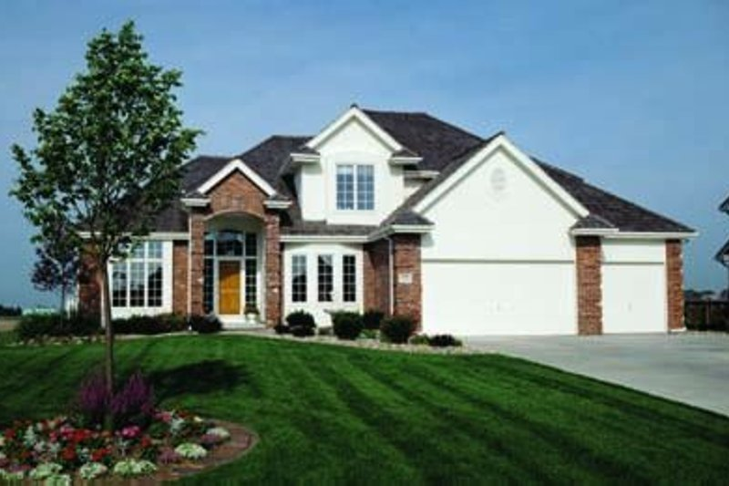 Traditional Exterior - Front Elevation Plan #20-1081 - Houseplans.com