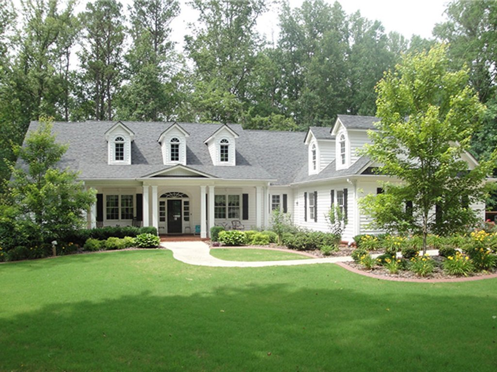 Colonial Style House Plan 4 Beds 35 Baths 3190 SqFt