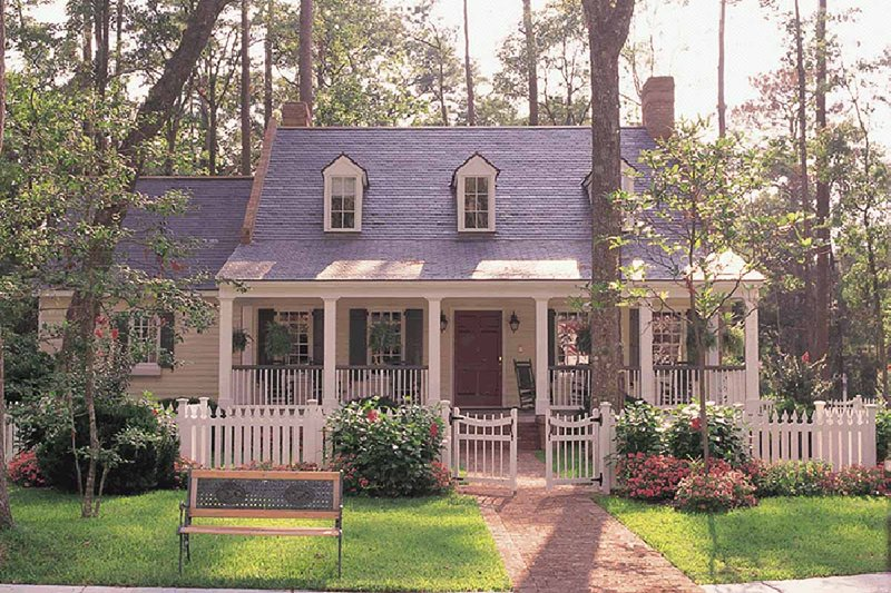 Southern Exterior - Front Elevation Plan #137-140 - Houseplans.com